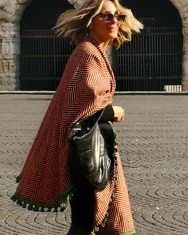 Baisesmamain - Cecilia Benetti Design - Mantella Tabarro